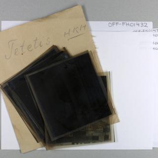 Ferdig digitaliserte negativer fra Fotohuset i Egersund er klare for ny emballasje.